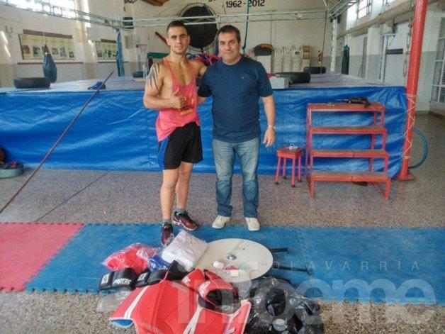 Entrega de material deportivo para boxeo