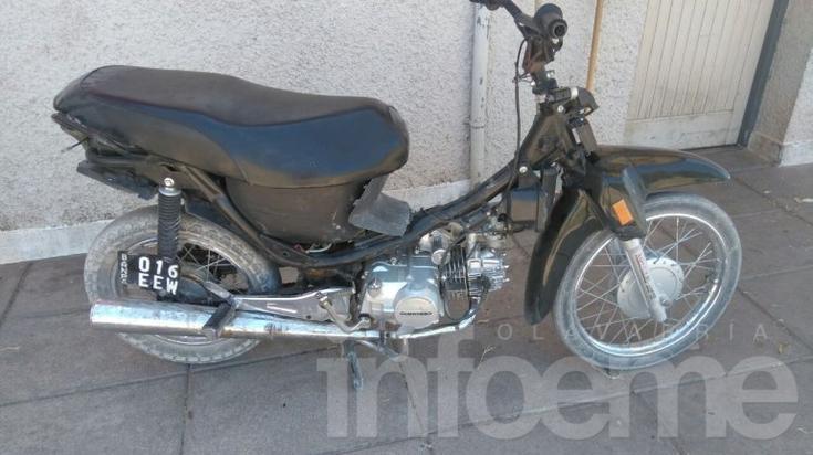 Detienen a una persona con pedido de captura y otro por circular en moto robada
