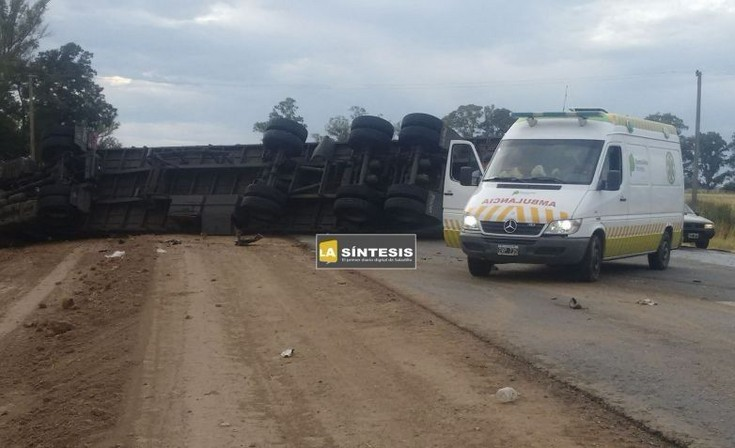 Saladillo: choque y vuelco de un camión en Ruta 51