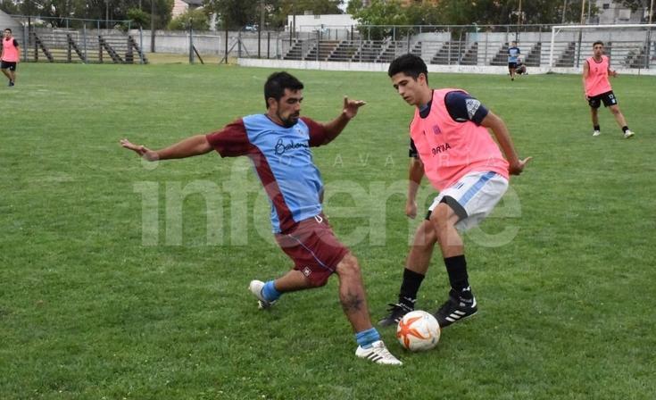 Ferro sumó sus primeros minutos de fútbol y probó jugadores