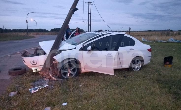 """Automóvil despistó y embistió contra una columna en la """"S"""" de Sierra Chica"""