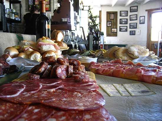 Picada, cocina de autor y Dj en Peppino Luongo