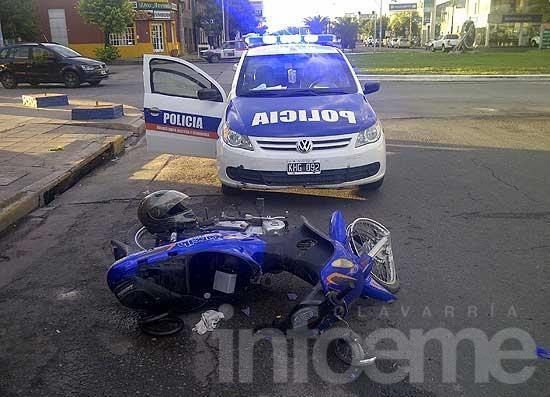 Se cayó de la moto a la salida de una rotonda