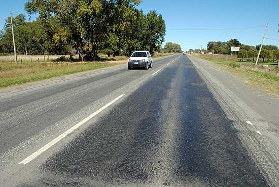El contrato para bacheo de Ruta 51 se firma, pero en La Plata
