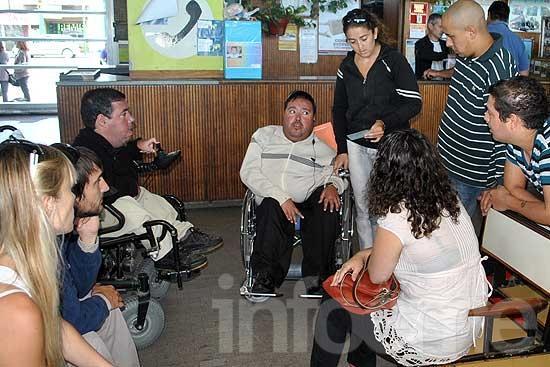Demora en la emisión de pases de transporte para discapacidad