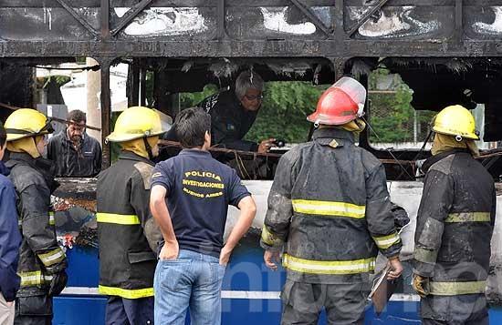 Incendio de micros en la Terminal: investigan homicidio
