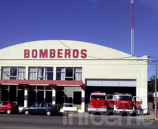 Toque de sirenas por los bomberos muertos de Barracas