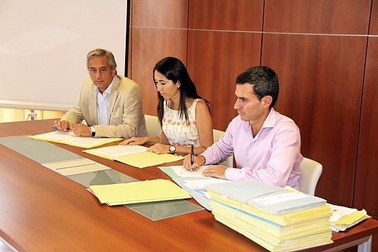 Provincia y Municipio firmaron  escrituras de Loma Negra
