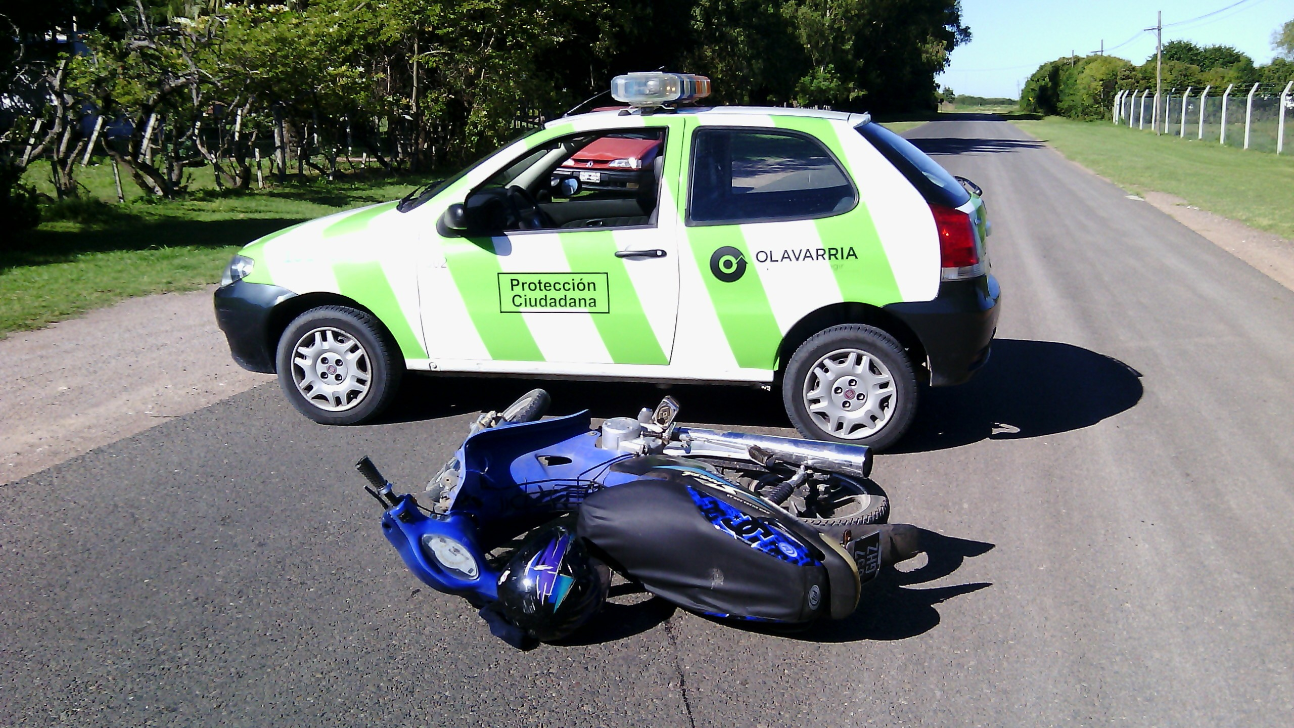 Impactaron un auto y una moto