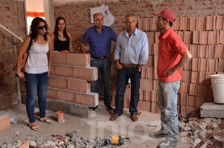 """Tras el cruce con Cristina por """"el aulita"""", Eseverri mostró obras en escuelas"""