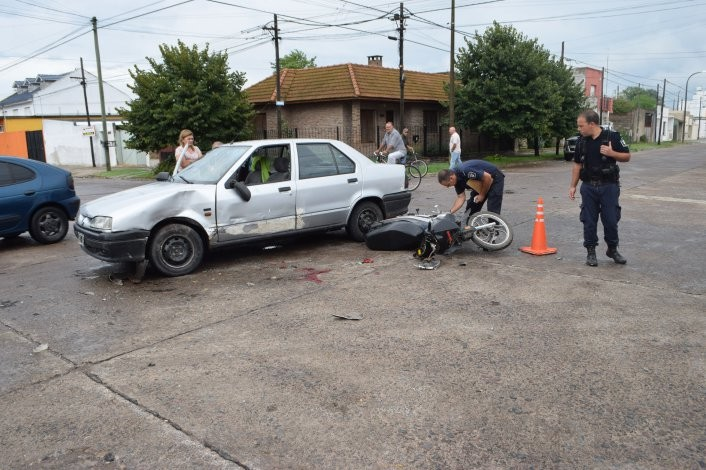 Un herido en accidente entre una moto y un auto