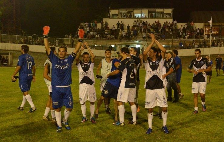 El Fortín ganó, clasificó y hundió a Estudiantes