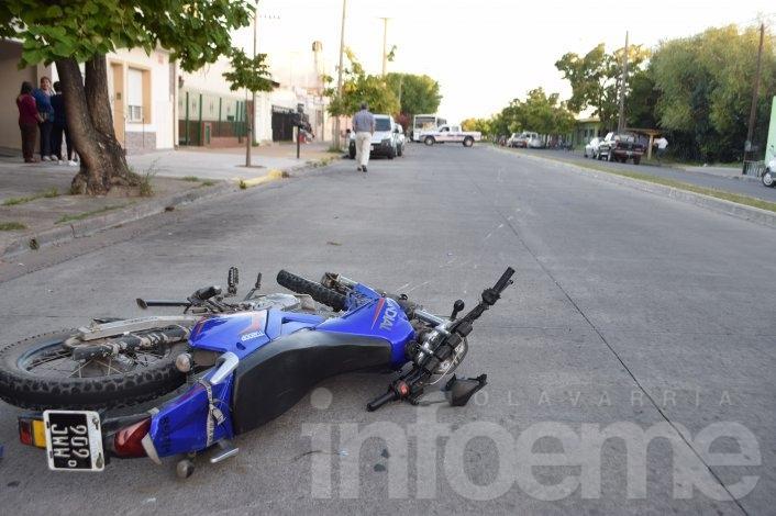 Mujer herida al ser atropellada por una moto