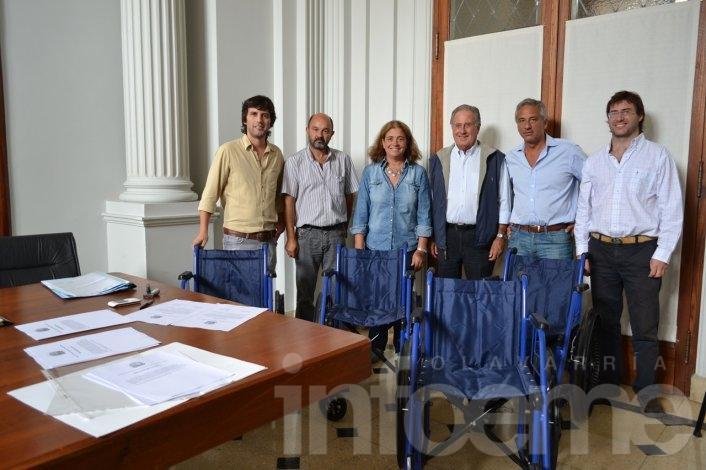 ACARA donó cuatro sillas de ruedas al Municipio