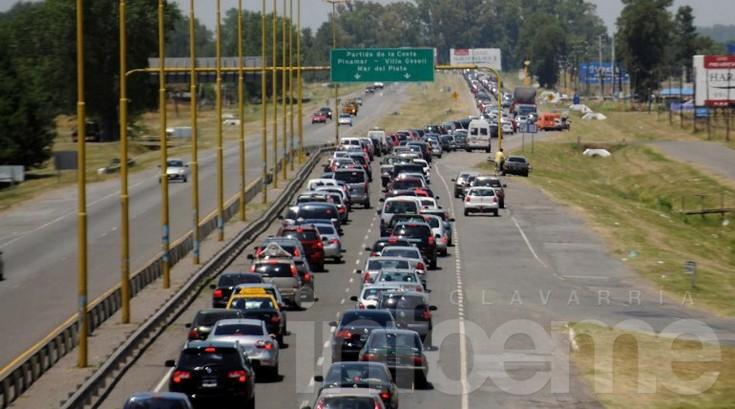Unos 1.250 vehículos circulan por hora en la ruta 2 hacia la Costa Atlántica