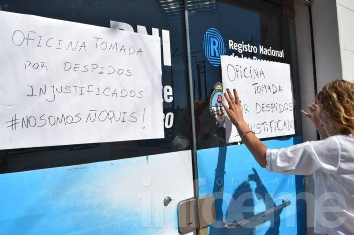 Trabajadores del CDR despedidos toman oficina céntrica