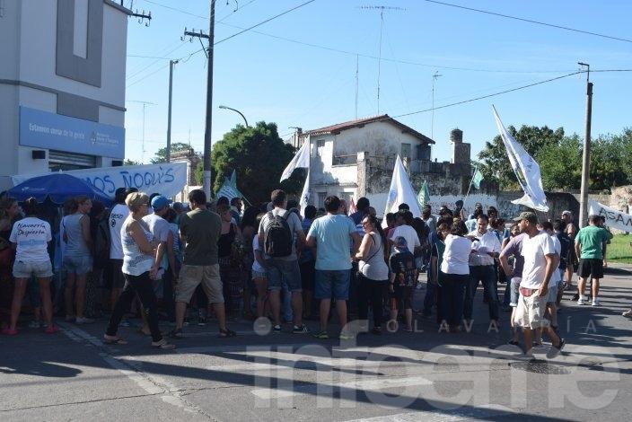Protesta de los trabajadores despedidos del Centro de Documentación Rápida