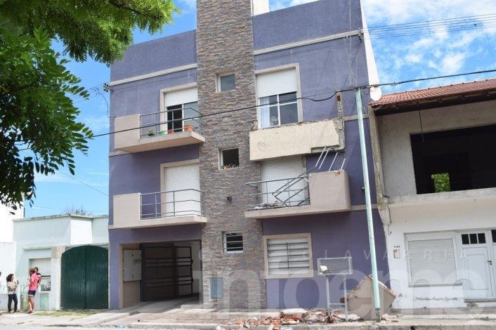 Cayó balcón de un edificio en Villa Floresta: no hubo heridos de milagro