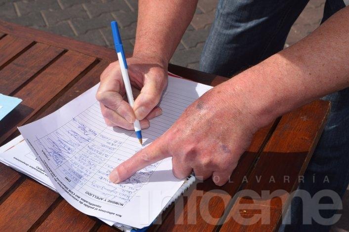 Continúa la junta de firmas por los despidos del CDR