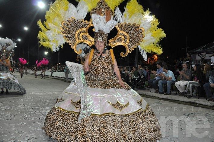 Todas las fotos de los Corsos Oficiales: color y carnaval en Olavarría