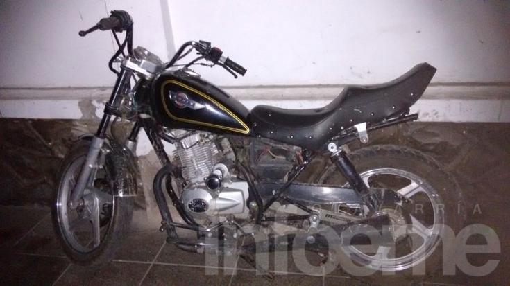 Encuentran moto robada en un descampado
