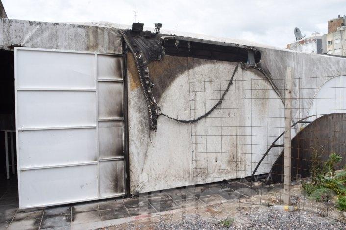 El video de un joven que quiso incendiar un boliche céntrico