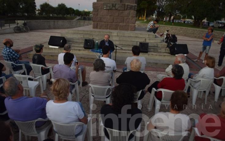 Con críticas al Gobierno, Leopoldo Moreau brindó una charla en el Parque Mitre