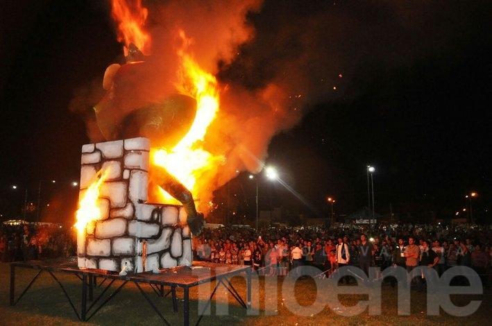 Se fue la última: quema de Rey Momo y mucho público en el cierre de los Corsos Oficiales 2016