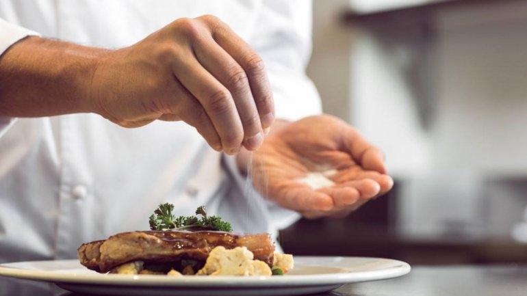 Tan sólo tres gramos menos de sal podrían evitar 6000 muertes
