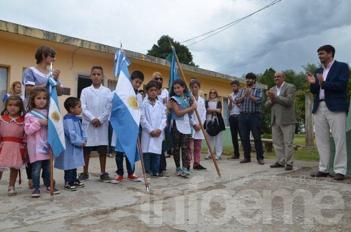 Santa Luisa: El Intendente Galli inauguró el ciclo lectivo y entregó terrenos