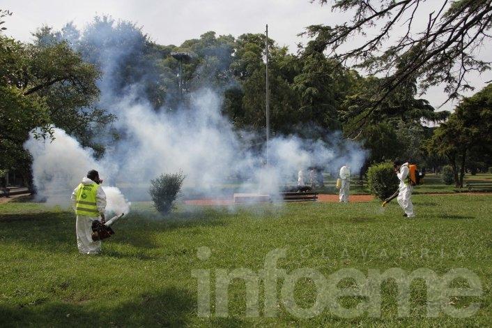 Por un presunto caso de dengue, fumigan en ocho manzanas de la Ciudad