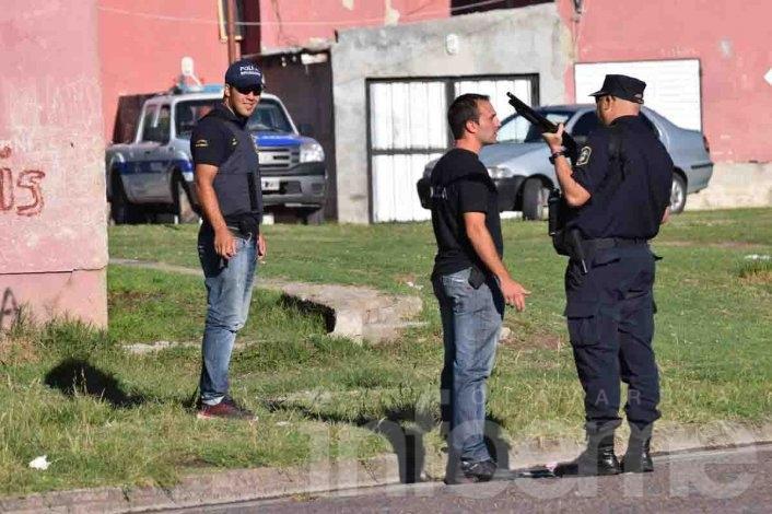 Amplio operativo y casi una decena de allanamientos en el barrio Ituzaingó