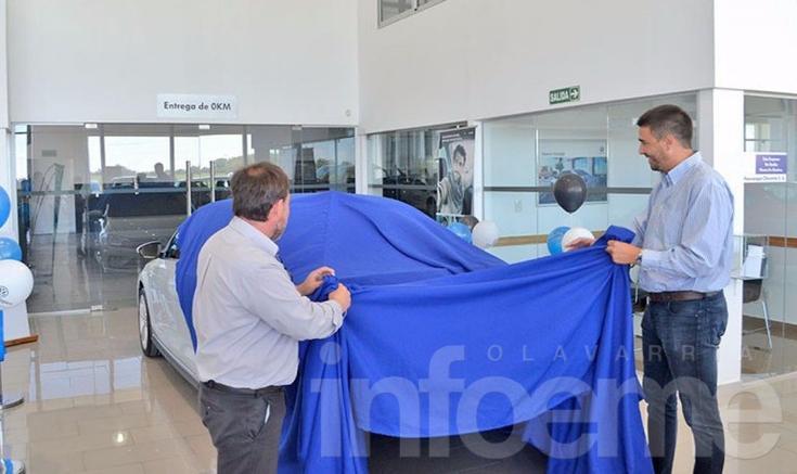 Municipio adquirió nuevo auto oficial y entregó modelo anterior como pago