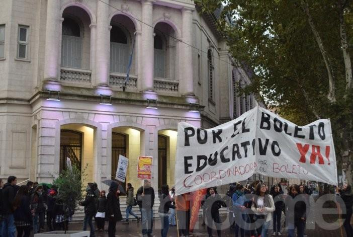 """El Partido Obrero local aseguró que el boleto gratuito tiene """"restricciones"""""""