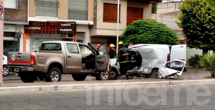 Grave accidente entre dos camionetas: un muerto