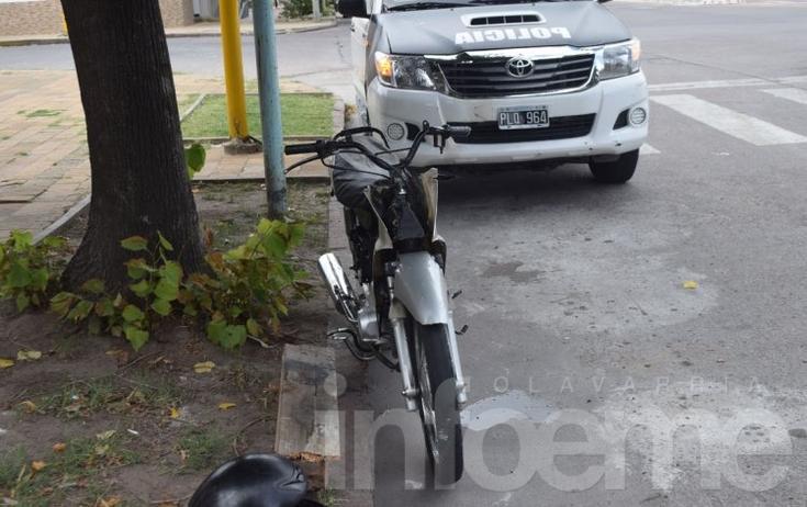 Motociclista herido en choque en un semáforo