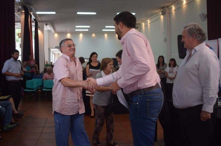 Galli y el ministro de Gobierno provincial entregaron cerca de 400 escrituras sociales