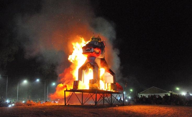 Con la quema del Rey Momo pasó la última noche de Corsos Oficiales en Olavarría