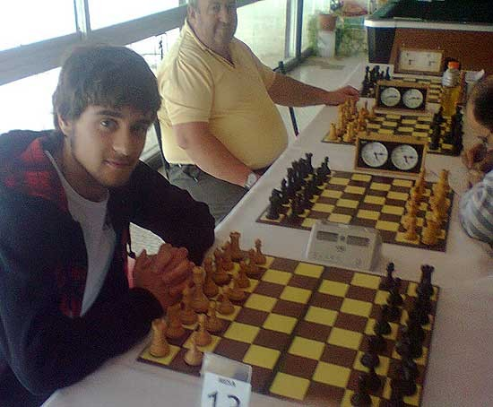 Destacada actuación de ajedrecistas locales en Necochea