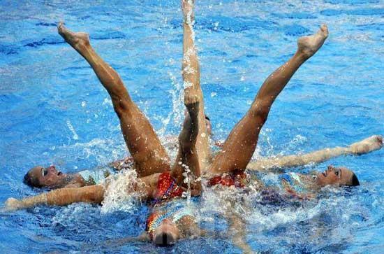 Llegó a Olavarría una escuela de nado sincronizado