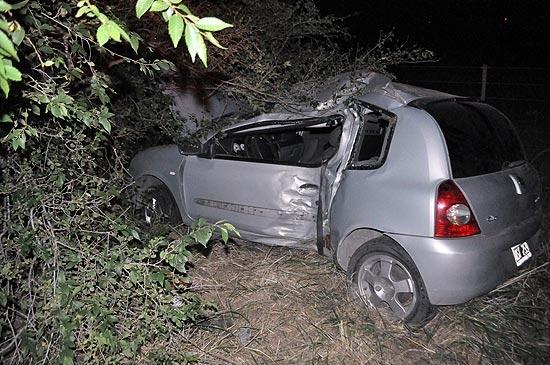 Una mujer resultó ilesa tras chocar contra un árbol