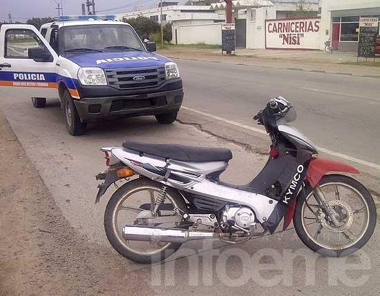 Choque por alcance entre moto y automóvil