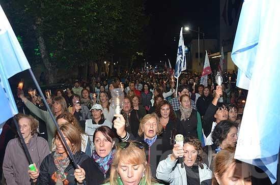 Más de mil docentes marcharon por el centro de la Ciudad