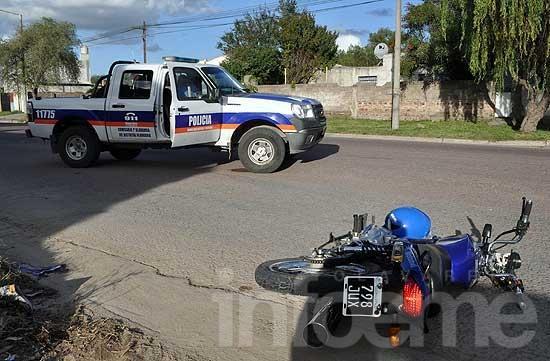 Un herido grave en un choque entre una camioneta y una moto