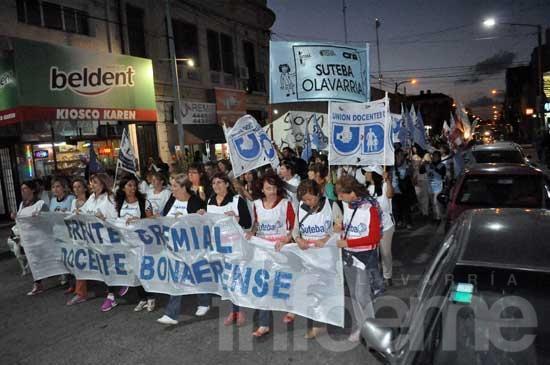 Unas 2 mil personas marcharon en otra movilización docente