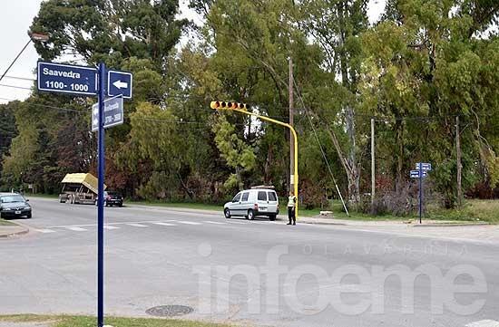Se puso en funcionamiento un nuevo semáforo en Saavedra y Avellaneda