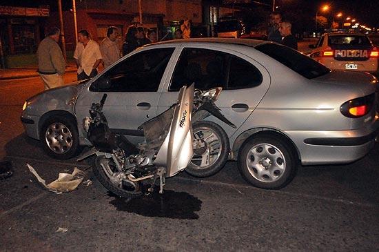 Dos motociclistas heridos en violento choque