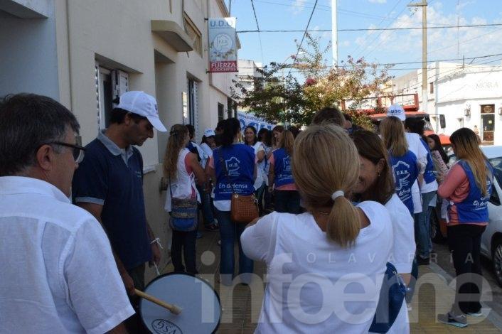 Docentes de la FEB marcharon en el primer día de paro