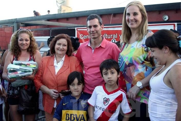 Gonzalez Hueso entregó útiles y guardapolvos a casi 600 chicos