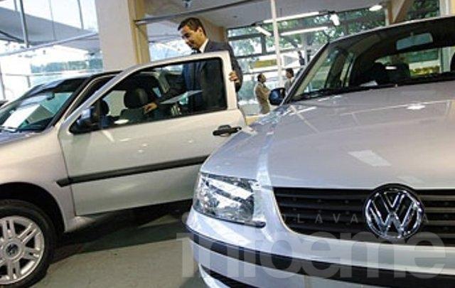 El patentamiento de autos cayó 28 por ciento en febrero